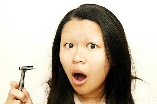 бръснене на вежди