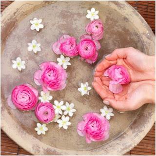 розова вода в грижата за косата