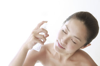 Розовата вода помага при мазна кожа