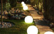 Как да украсим открити площи с градински лампи на ток